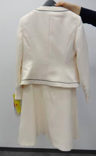 卒業式や入学式用のフォーマルな服な、体にフィットしている事がキレイに着こなすポイントなのですが、小柄なSサイズにとっ て、体にフィットする服を探すのはとても  ...